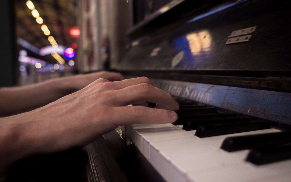How Long Does it Take to Learn Piano Online